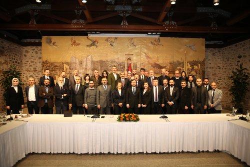 Ak Parti Genel Başkan Yardımcısı Sayın Mahir Ünal ve Cumhurbaşkanlığı İletişim Danışmanı Sayın Fahrettin Altun'un davetiyle, URYAD olarak tüm üyelerimizle Dolmabahçe ofisinde bir araya geldik.